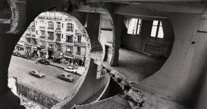 Gordon Matta-Clarki teos Conical Intersect. 1975